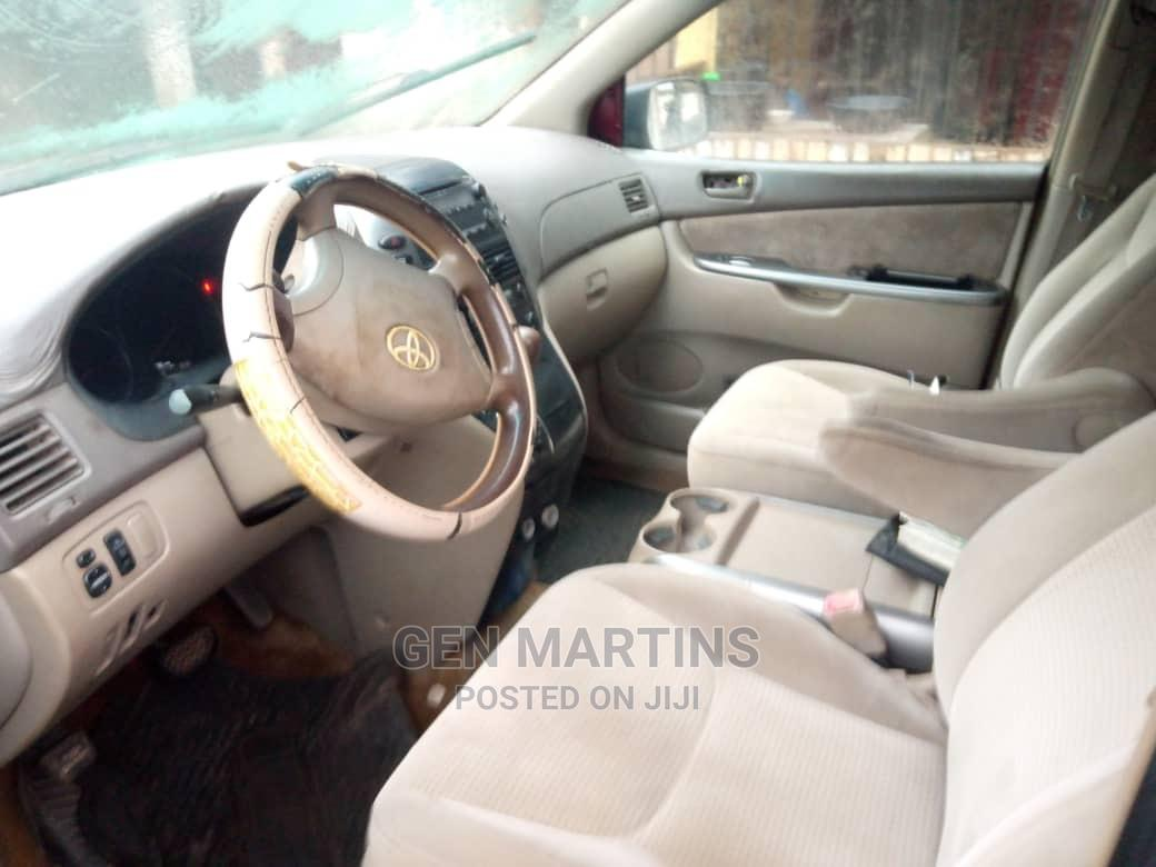 Archive: Toyota Sienna 2007 Red