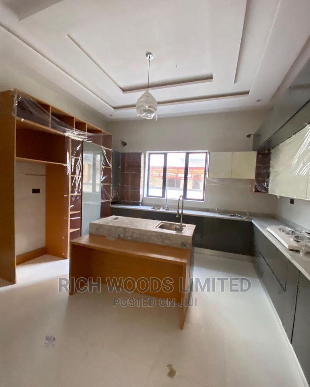 Archive: 5bdrm Duplex in Osapa London, Lekki for Sale