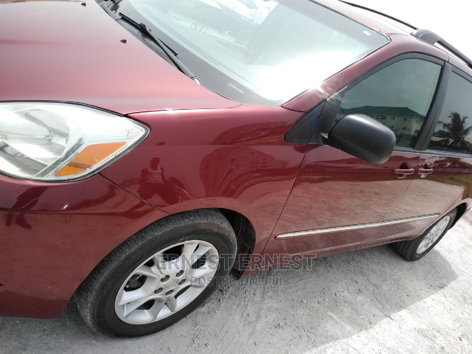 Archive: Toyota Sienna 2004 Red