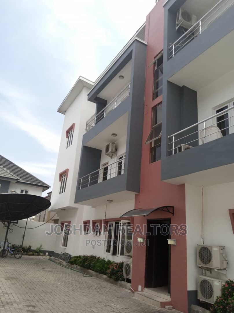 3bdrm Apartment in Lekki Phase 1 for Rent