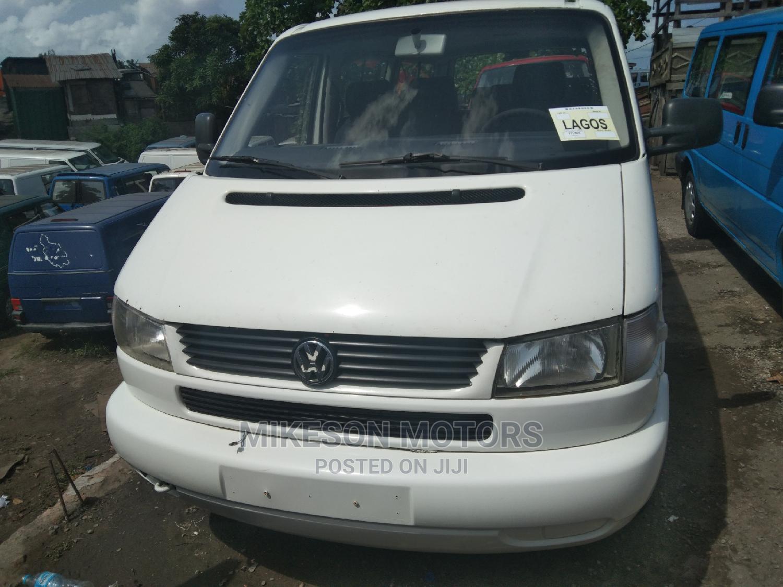 White Bus Volkswagen