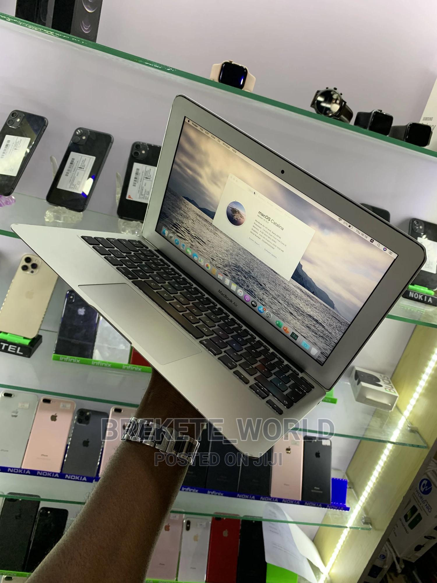 Archive: Laptop Apple MacBook Air 4GB Intel Core I5 SSD 256GB