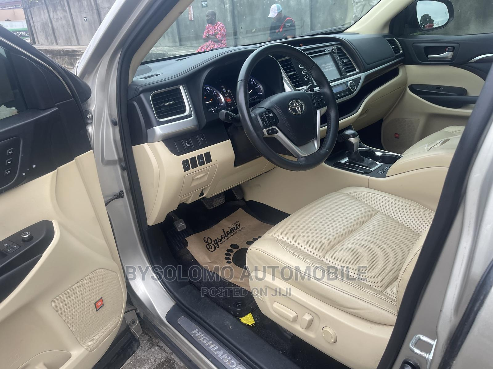 Toyota Highlander 2015 Gold | Cars for sale in Ikoyi, Lagos State, Nigeria