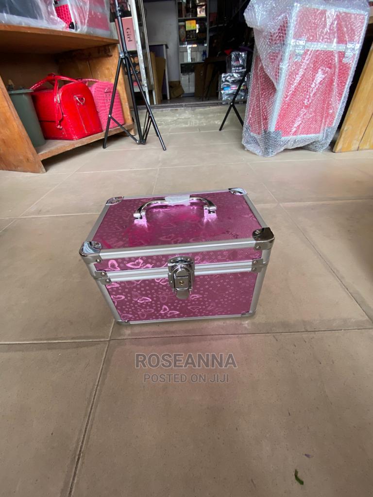 Archive: Makeup Box