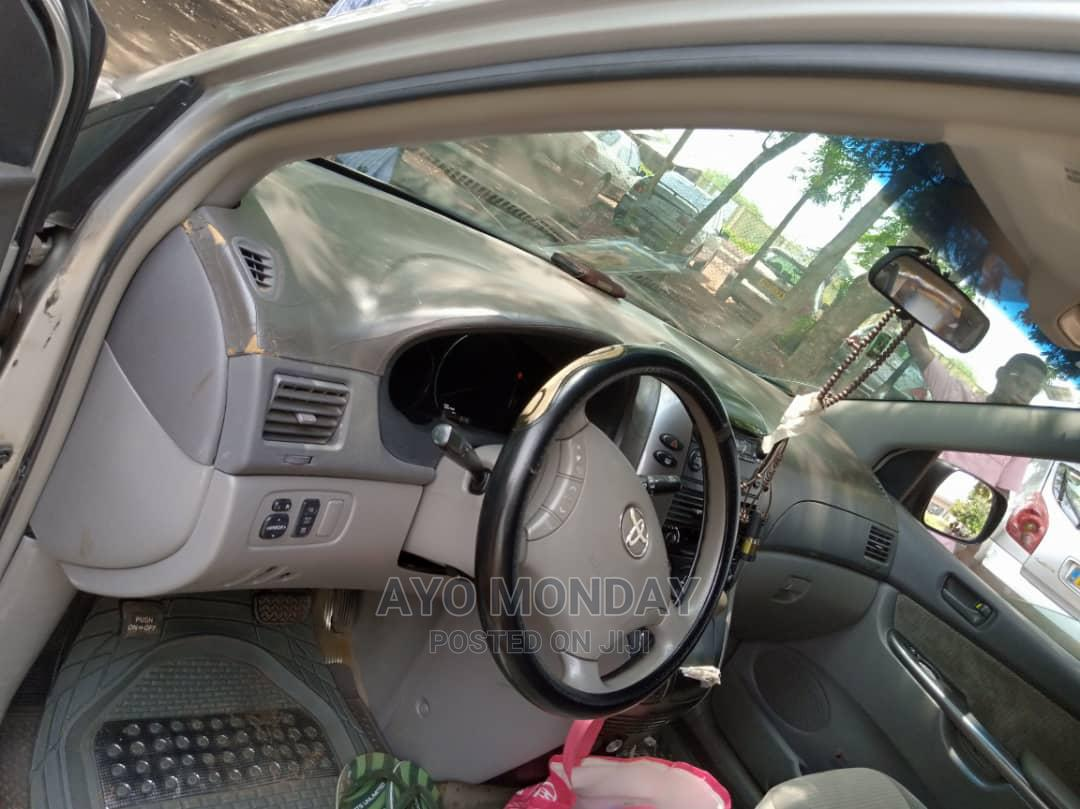 Archive: Toyota Sienna 2008 Silver