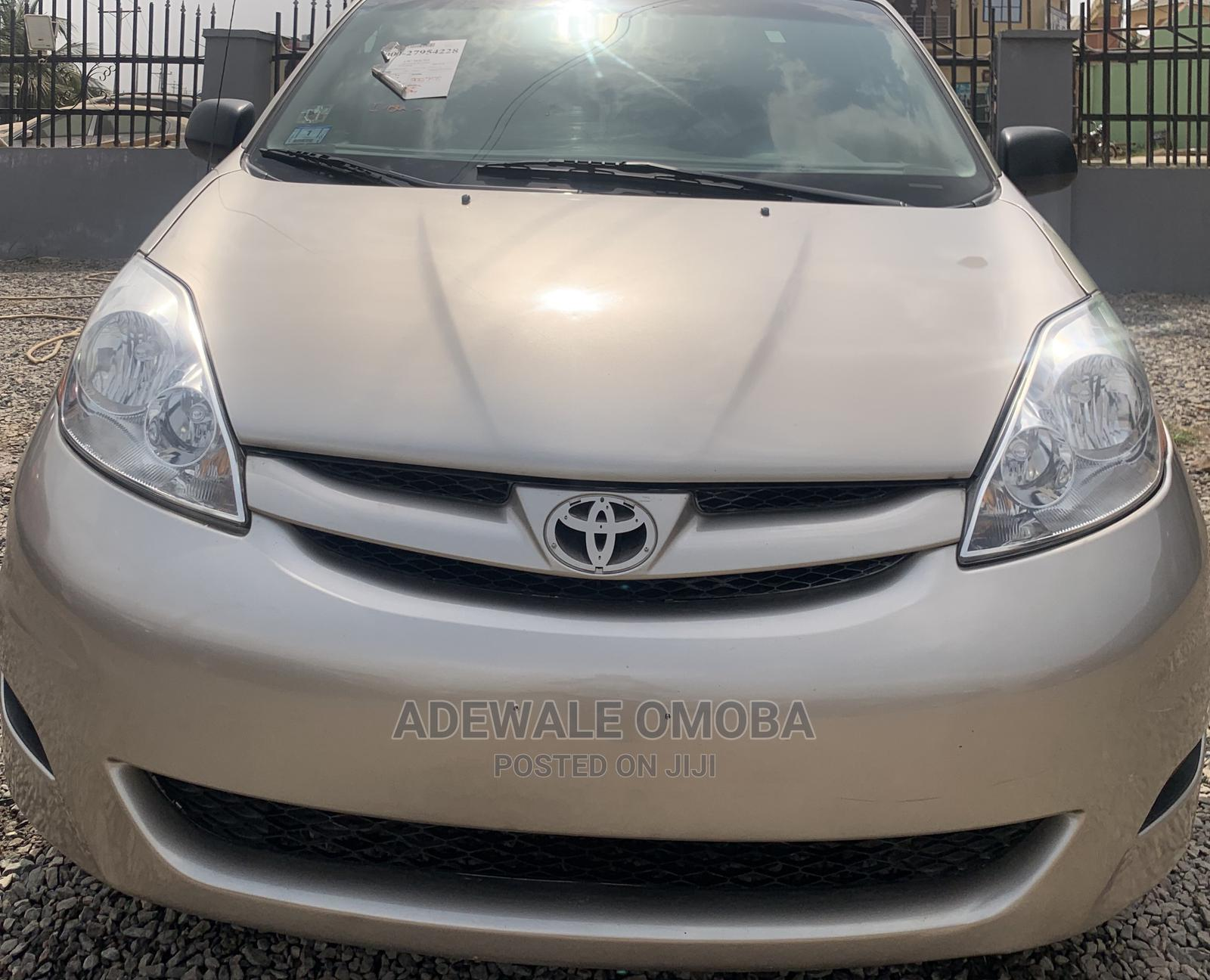 Toyota Sienna 2008 LE Gold