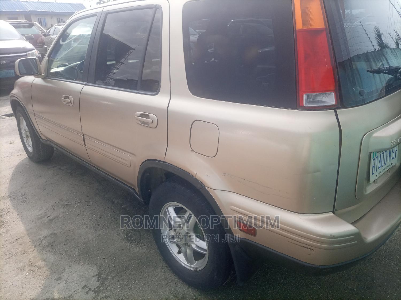 Archive: Honda CR-V 2001 Gold