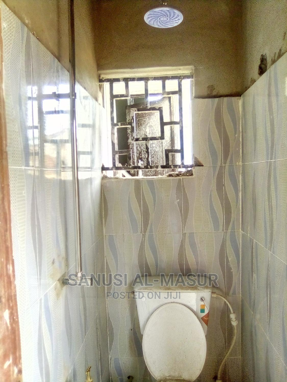 Archive: 1bdrm Block of Flats in Bdg Estate, Ido for Rent