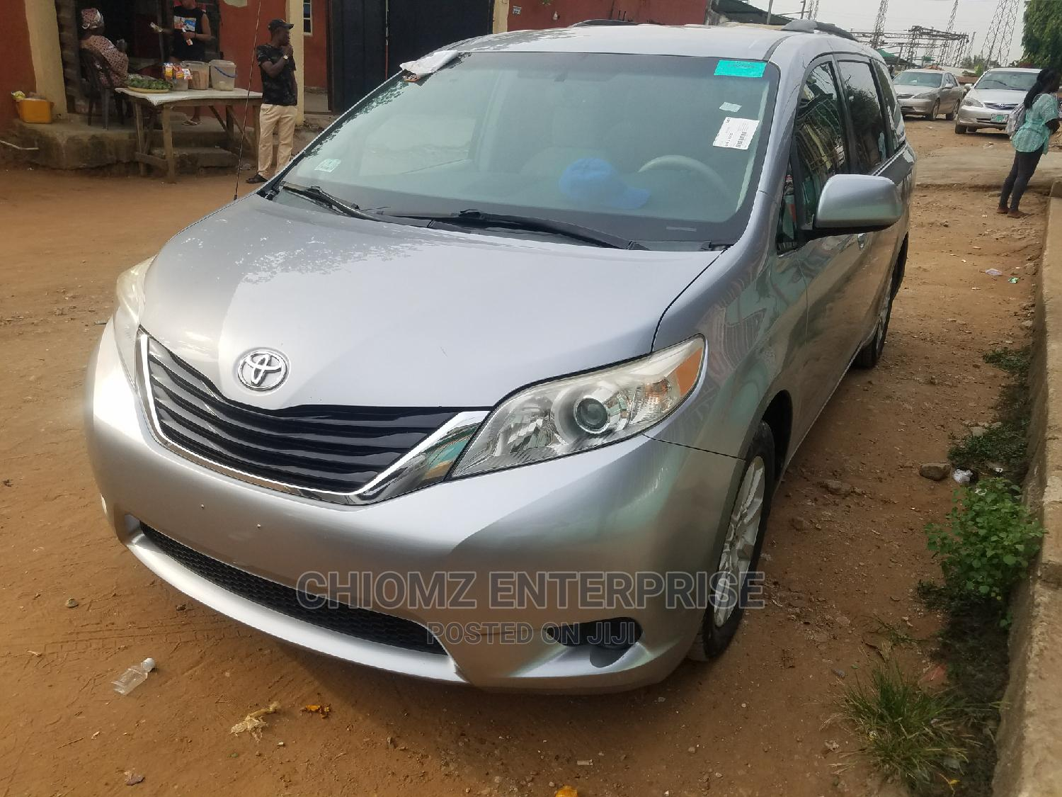 Archive: Toyota Sienna 2012 LE 7 Passenger Mobility Silver