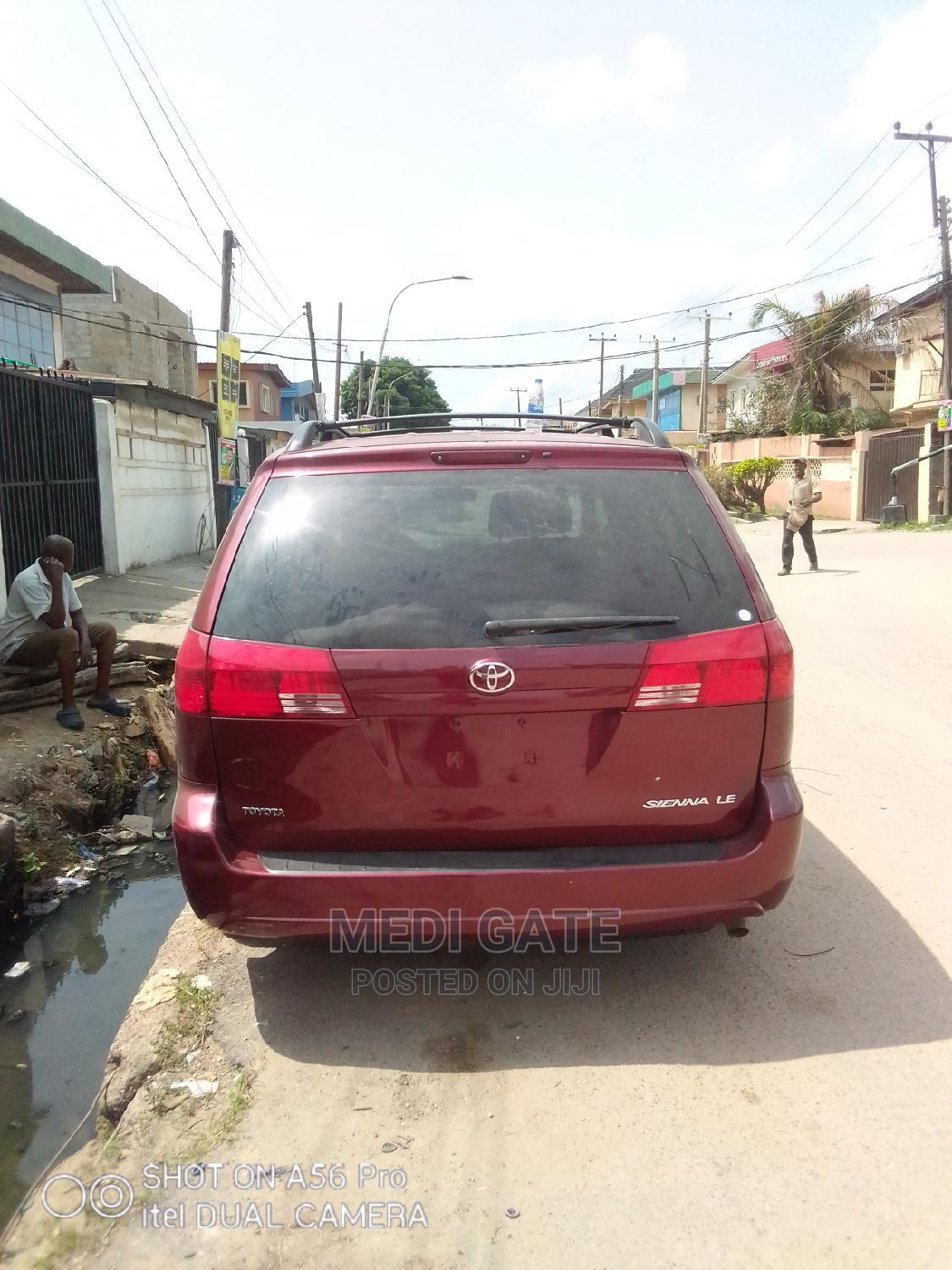 Archive: Toyota Sienna 2008 Red