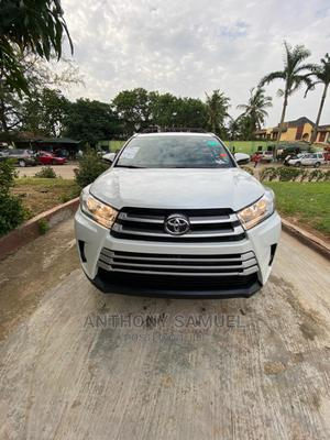 Toyota Highlander 2017 XLE 4x4 V6 (3.5L 6cyl 8A) White   Cars for sale in Lagos State, Alimosho
