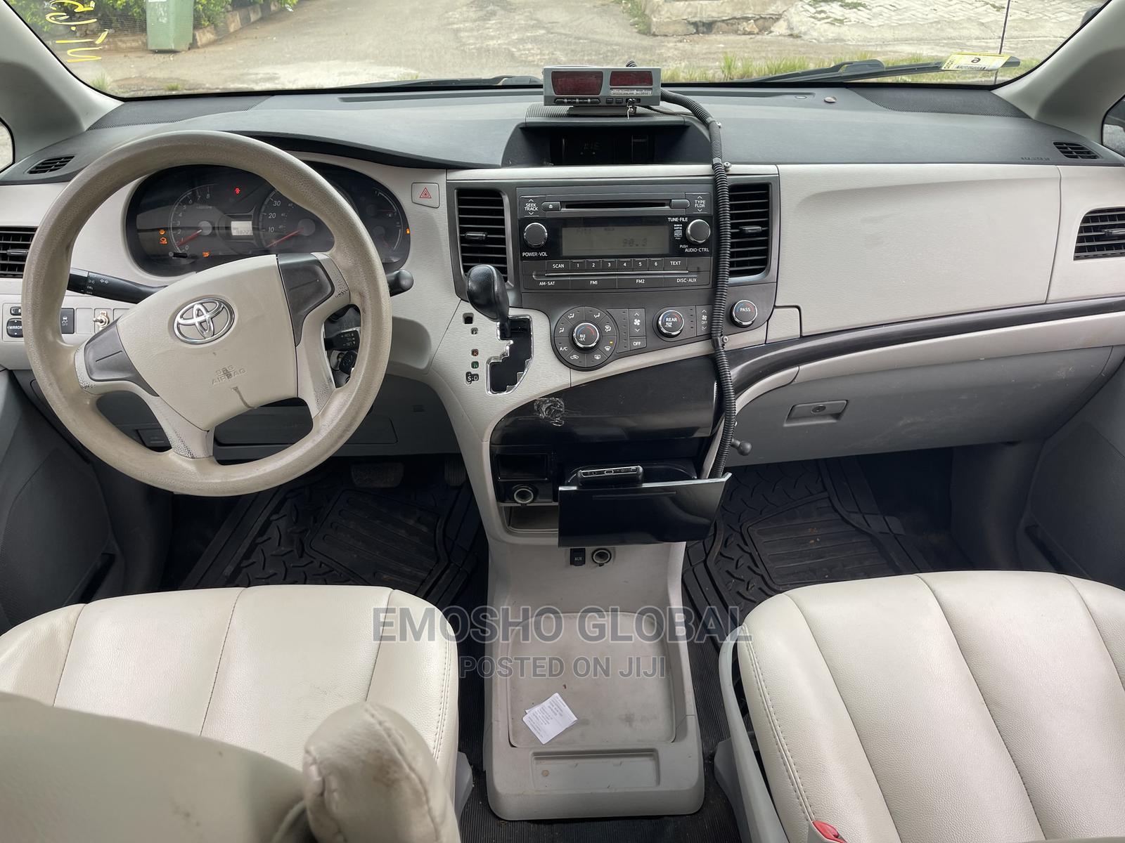Toyota Sienna 2014 White   Cars for sale in Garki 2, Abuja (FCT) State, Nigeria