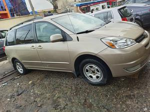 Toyota Sienna 2005 LE AWD Gold | Cars for sale in Lagos State, Surulere