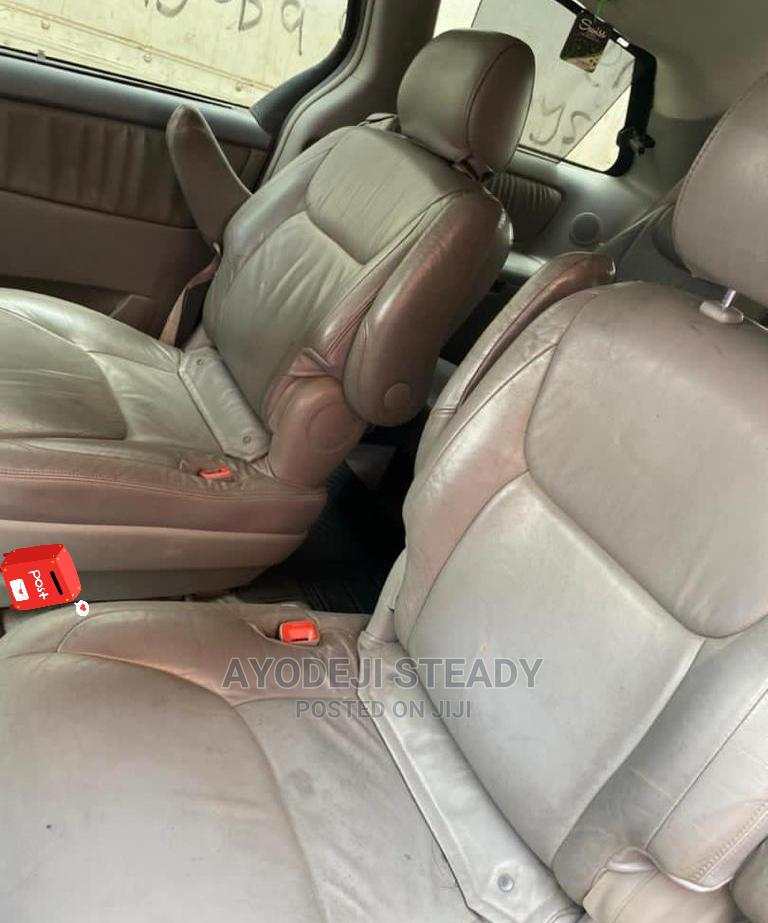 Archive: Toyota Sienna 2008 XLE Gold