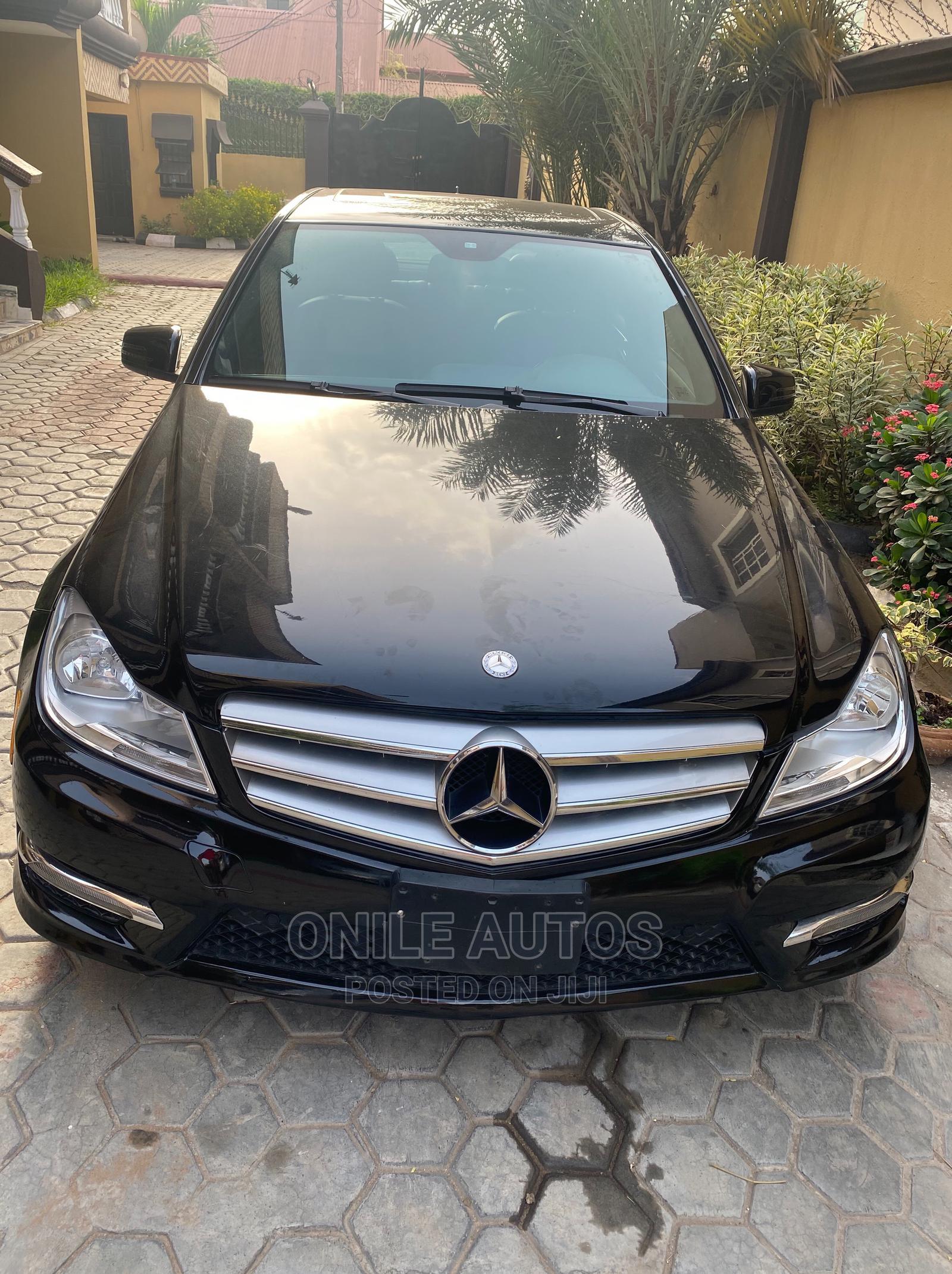 Mercedes-Benz C300 2012 Black