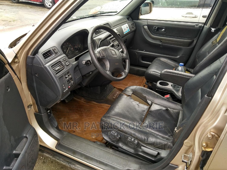 Archive: Honda CR-V 2000 Gold