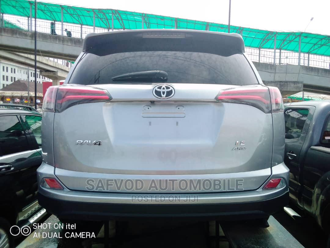 Toyota RAV4 2017 XLE AWD (2.5L 4cyl 6A) Gray | Cars for sale in Lekki, Lagos State, Nigeria