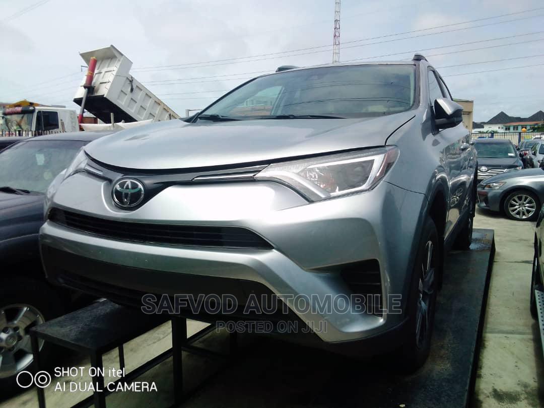 Toyota RAV4 2017 XLE AWD (2.5L 4cyl 6A) Gray