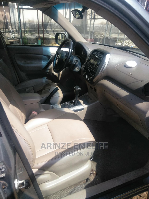 Archive: Toyota RAV4 2005 2.0 4x4 Executive Gray