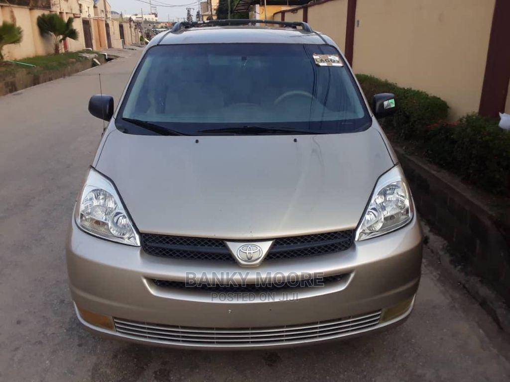 Toyota Sienna 2005 LE AWD Gold