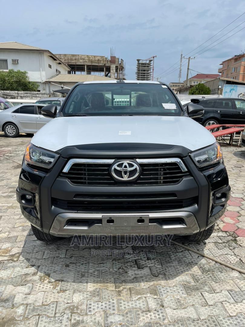 New Toyota Hilux 2021 Black