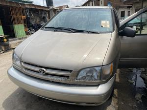 Toyota Sienna 2000 XLE & 1 hatch Gold   Cars for sale in Lagos State, Yaba