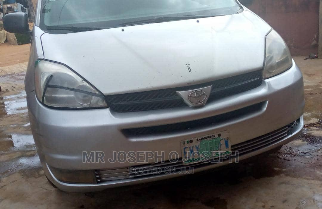 Toyota Sienna 2005 LE AWD Gray | Cars for sale in Ikotun/Igando, Lagos State, Nigeria