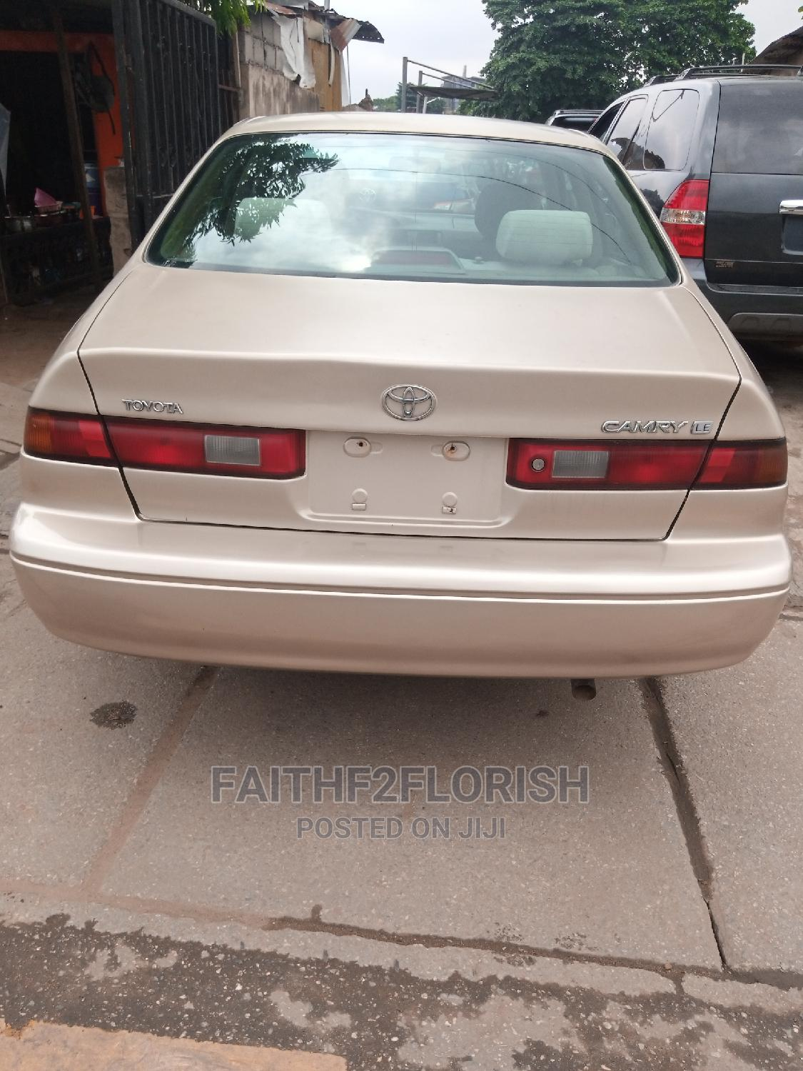 Toyota Camry 1998 Automatic Gold