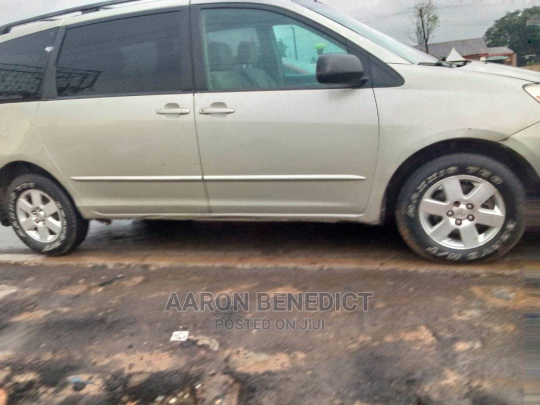 Archive: Toyota Sienna 2006 LE AWD Gold
