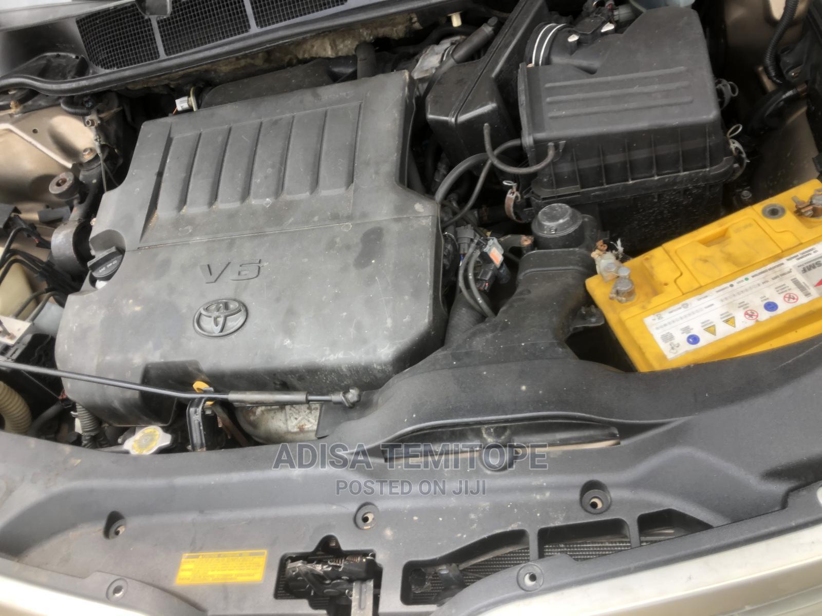 Archive: Toyota Venza 2013 XLE AWD V6 Gold