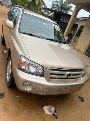 Toyota Highlander 2004 Gold   Cars for sale in Lagos State, Isolo
