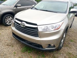 Toyota Highlander 2016 Gold | Cars for sale in Abuja (FCT) State, Jabi
