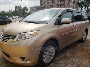 Toyota Sienna 2011 XLE 8 Passenger Gold   Cars for sale in Lagos State, Ikeja