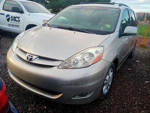 Toyota Sienna 2005 LE AWD Gold | Cars for sale in Abuja (FCT) State, Gudu
