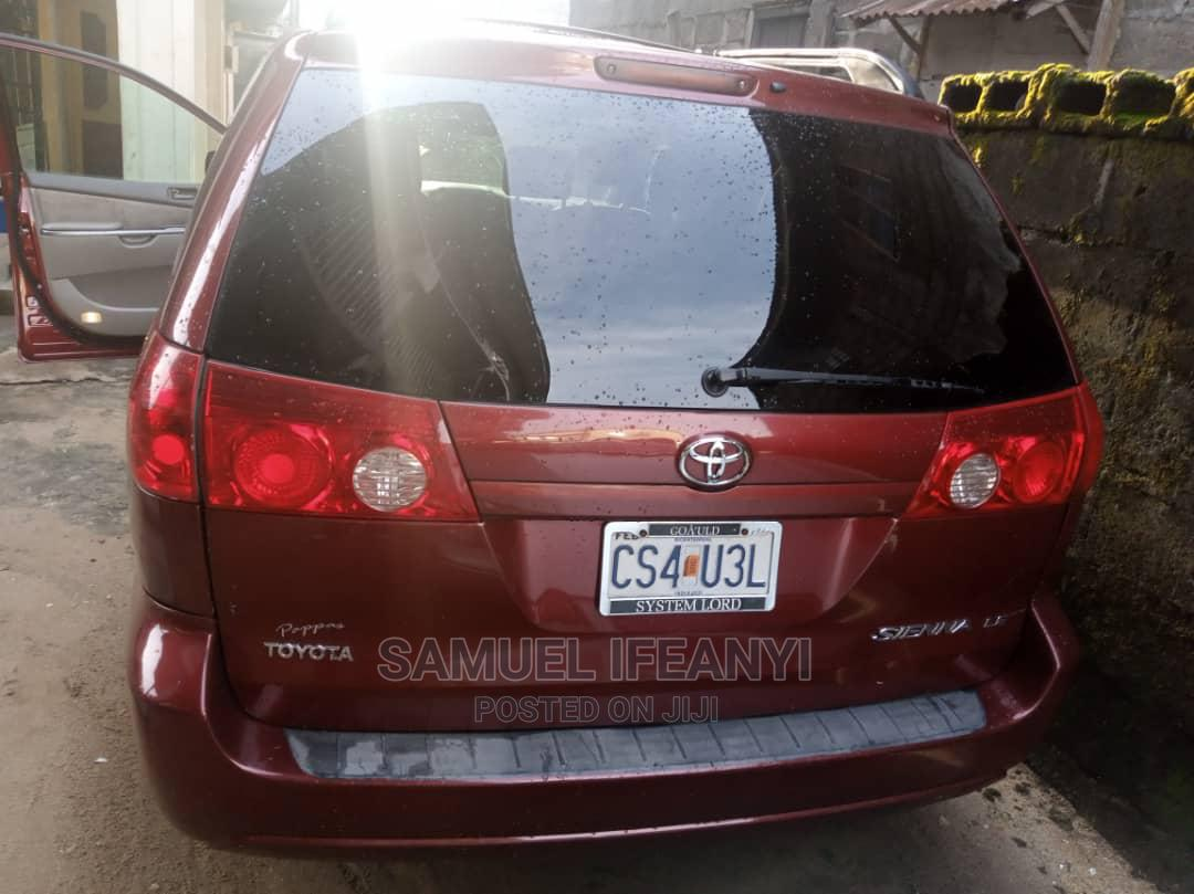 Archive: Toyota Sienna 2007 LE 4WD Red