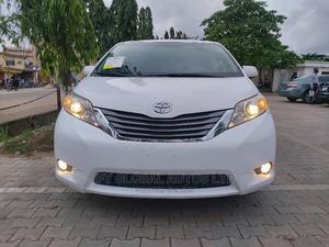 Toyota Sienna 2012 XLE 7 Passenger Mobility White | Cars for sale in Lagos State, Amuwo-Odofin