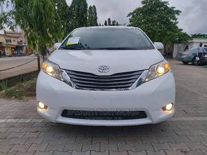 Toyota Sienna 2012 XLE 8 Passenger White   Cars for sale in Lagos State, Amuwo-Odofin