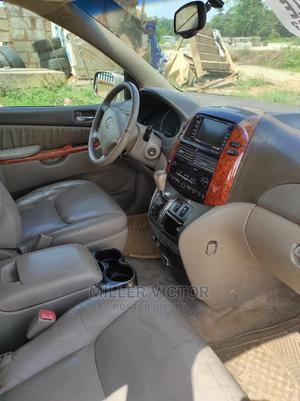 Toyota Sienna 2007 XLE 4WD Gold   Cars for sale in Abuja (FCT) State, Apo District