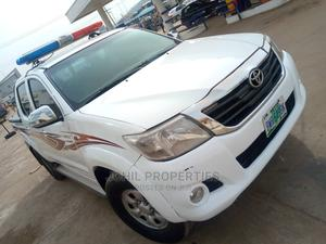 Toyota Hilux 2010 2.5 D-4d 4X4 SRX White | Cars for sale in Abuja (FCT) State, Karu