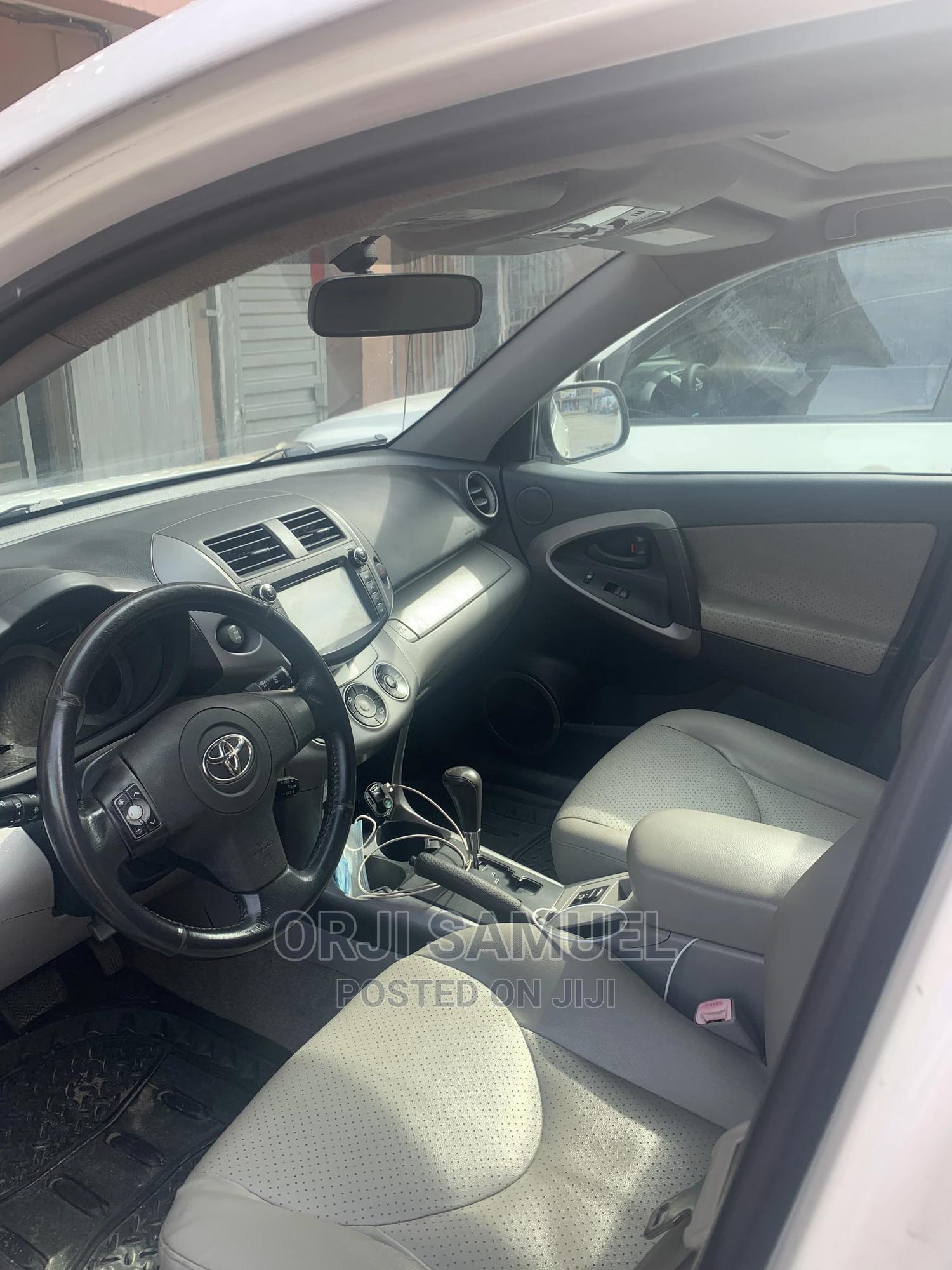 Archive: Toyota RAV4 2007 Limited V6 4x4 White