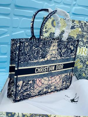 CHRISTIAN DIOR Luxury Handbags for Queen's | Bags for sale in Lagos State, Lagos Island (Eko)