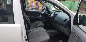 Toyota Hilux 2010 2.0 VVT-i SRX White | Cars for sale in Lagos State, Surulere