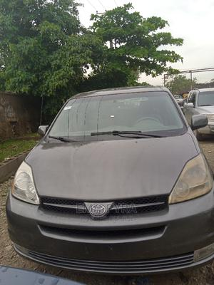 Toyota Sienna 2005 Gray | Cars for sale in Abuja (FCT) State, Jabi