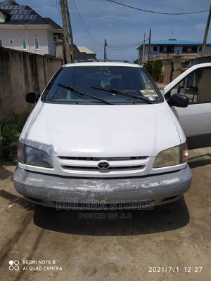 Toyota Sienna 2000 LE & 1 Hatch White | Cars for sale in Lagos State, Amuwo-Odofin