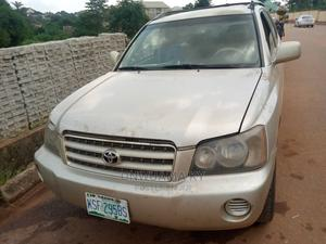 Toyota Highlander 2004 Gold   Cars for sale in Anambra State, Awka