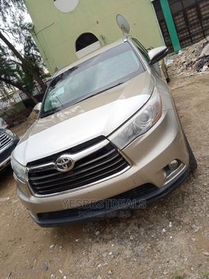 Toyota Highlander 2015 Gold | Cars for sale in Abuja (FCT) State, Garki 2
