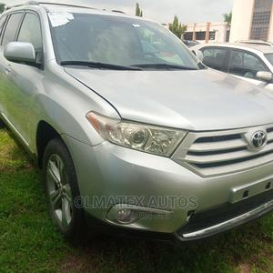Toyota Highlander 2013 Limited 3.5l 4WD Silver | Cars for sale in Abuja (FCT) State, Central Business District