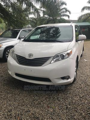 Toyota Sienna 2012 LE 7 Passenger White | Cars for sale in Abuja (FCT) State, Jabi