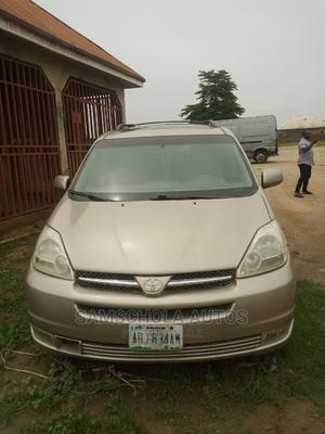 Toyota Sienna 2006 Gold   Cars for sale in Abuja (FCT) State, Karu