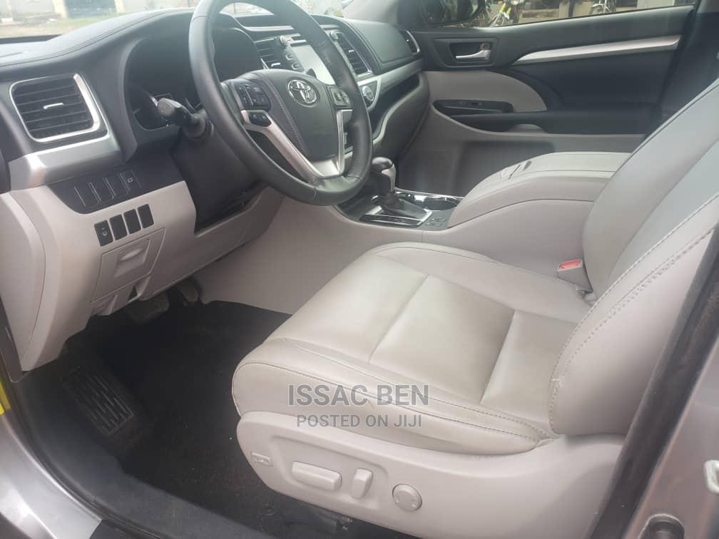 Toyota Highlander 2015 Silver | Cars for sale in Ifako-Ijaiye, Lagos State, Nigeria